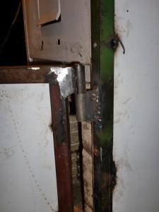 Weld the door hinges