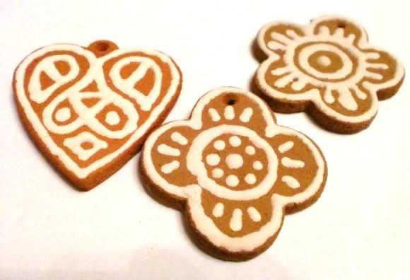 Готовое глиняное печенье к Новому году