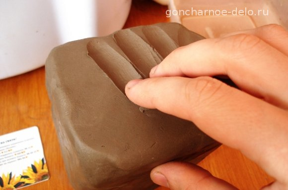 Pottery: Check the softness of clay
