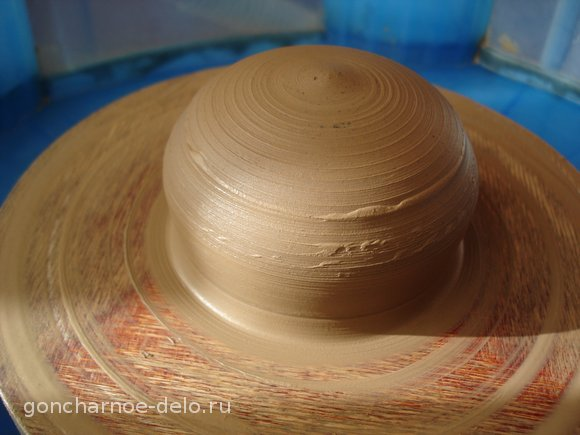 Pottery: forming the bottom