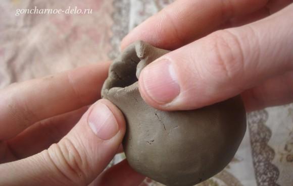 Лепим из глины птичку-свистульку методом прищипывания